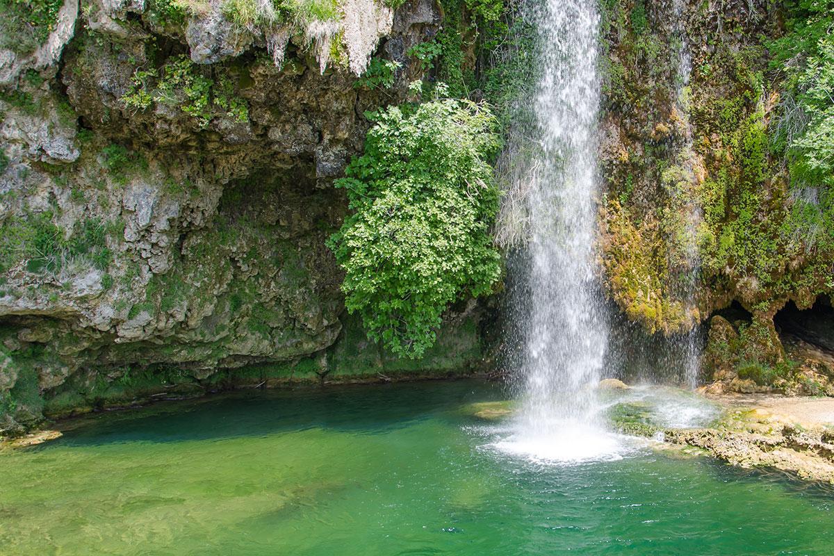Salles la source et sa cascade